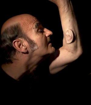 Stelarc, Another ear on arm Foto: Nina Sellars
